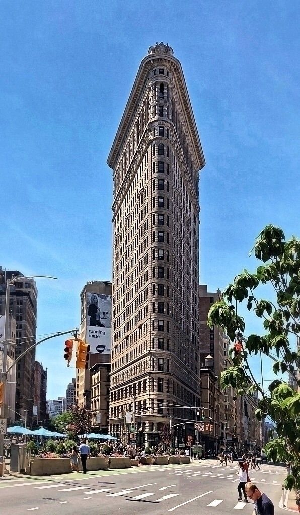Flat Iron building Located Manh - imagery214 | ello