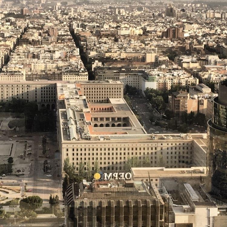 La ciudad, huraña, lo lejos - Madrid - antoniofse | ello