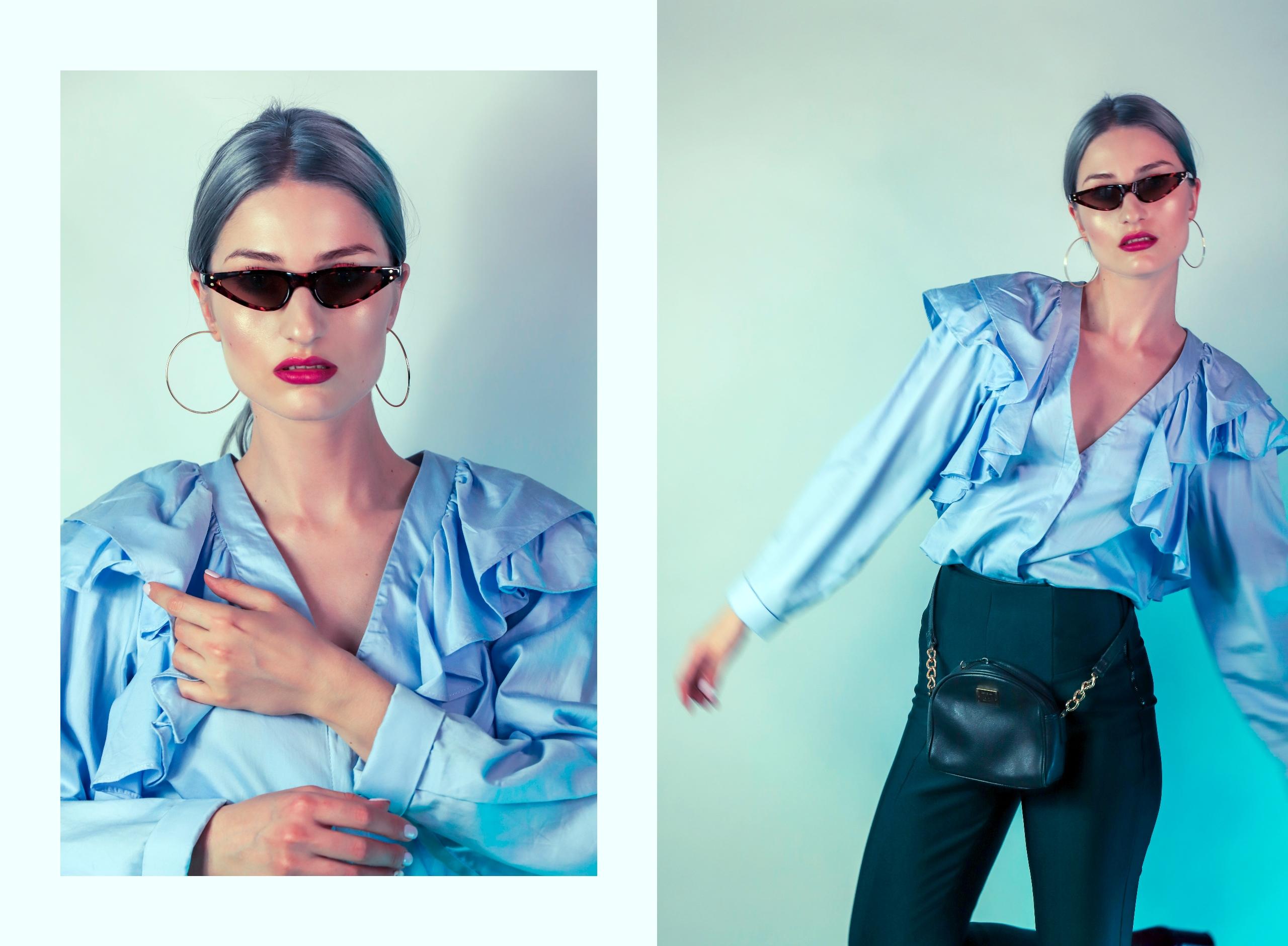 Obraz przedstawia dwa zdjęcia kobiety w błękitnej koszuli z falbaną. Kobieta ma siwe włosy, kolczyki i okulary przeciwsłoneczne.