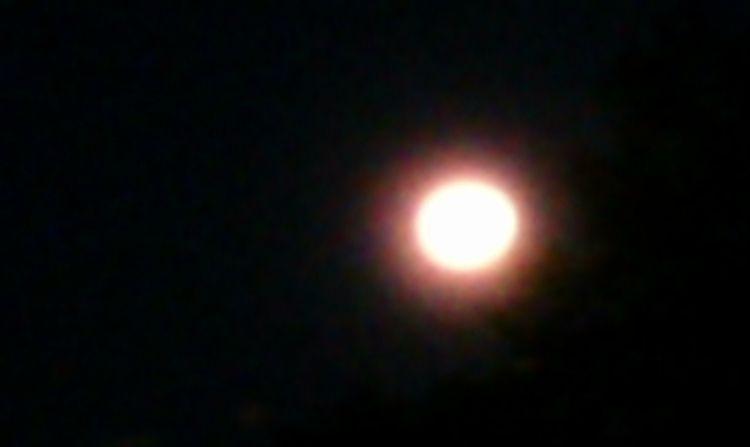 9:40 pm Moon photographer TLG - awesomesubt   ello