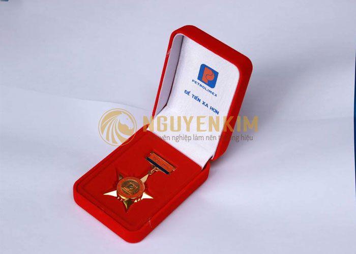 Hộp giấy đựng huân huy chương c - inhopgiay | ello