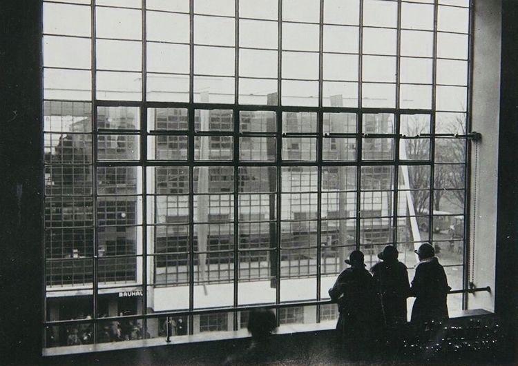School - Bauhaus, Dessau. - bauhaus-movement | ello