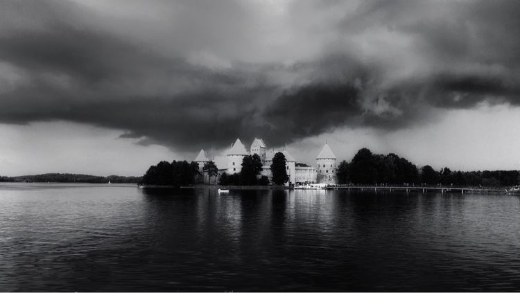 Trakai Castle / Lithuania - miglos   ello