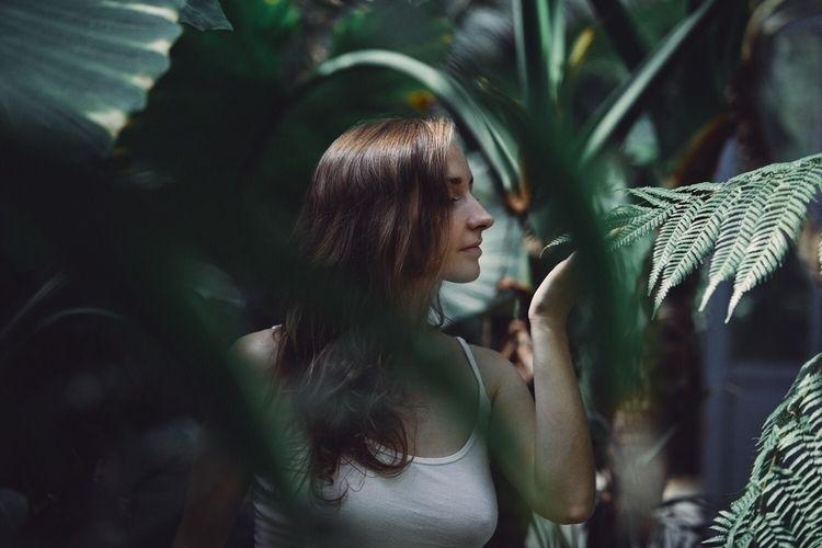 Tropical Shiver  - frenchgirl, portrait - shiver_rayfresh | ello