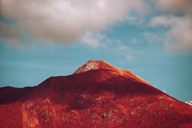 VELVET MOUNTAINS - MOUNTAIN, RED - thisset | ello