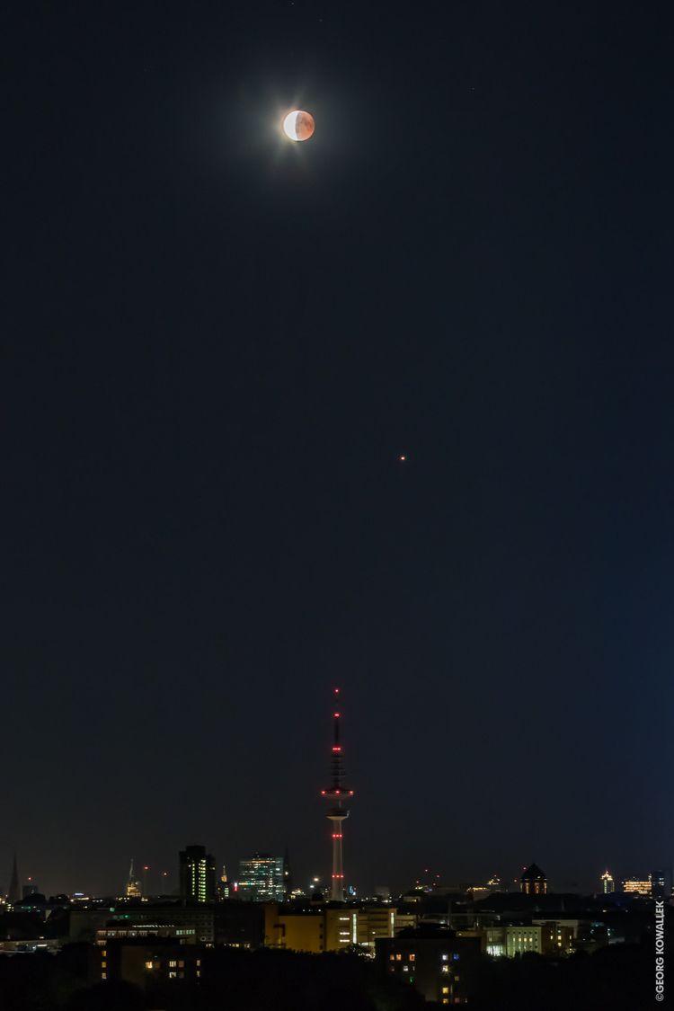 Lunar Eclipse - hamburg, night, - gkowallek | ello