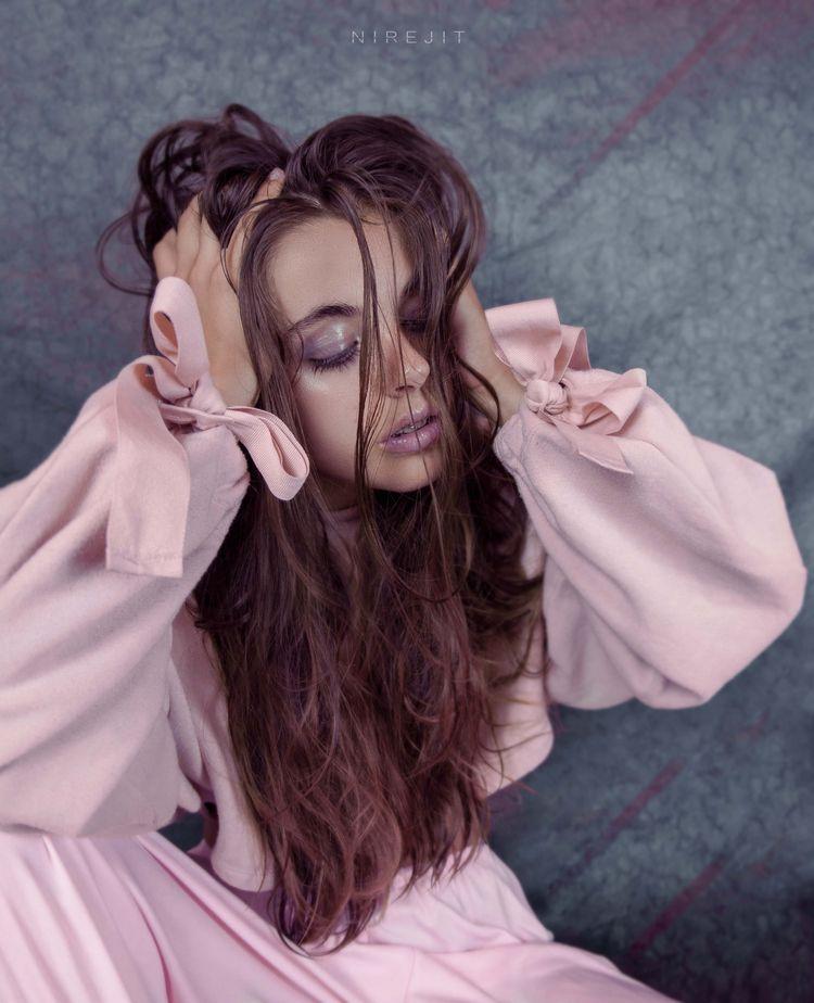 Glossy Modelo: Foto/estilismo/m - nirejit | ello