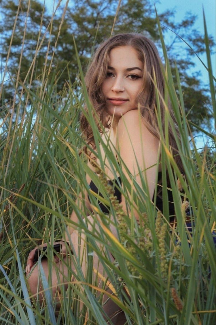 pretty grass  - photography, 50mmlens - tessakrochak | ello