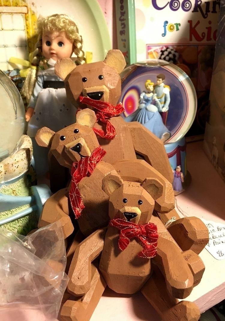 1368. Goldilocks bears Firehous - moosedixon | ello
