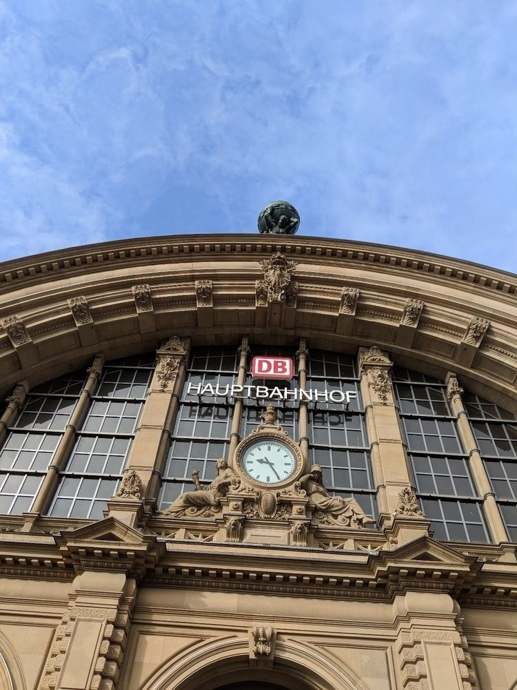 Stuttgart - Frankfurt, Bahnhof - rowiro | ello
