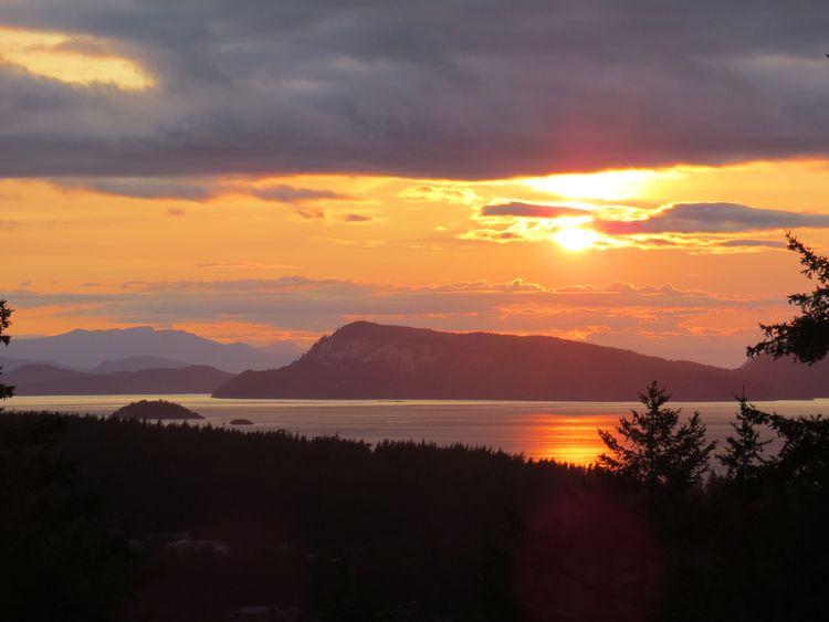 Setting sun Orcus Island coast  - dave63 | ello
