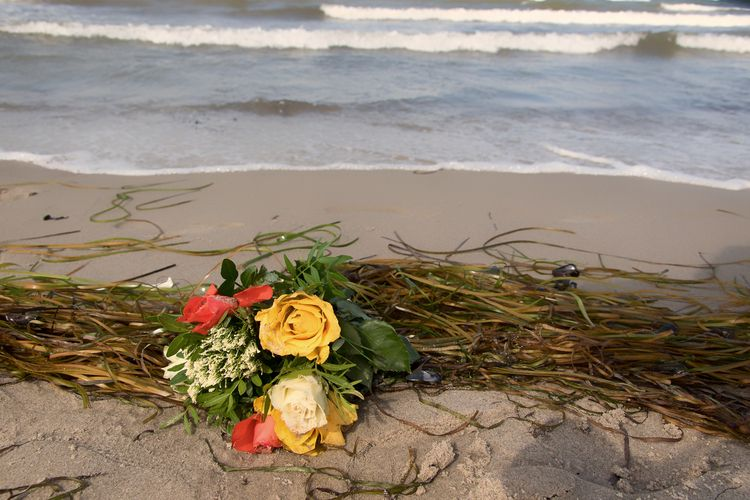 Happened - bouquet, beach, balticsea - gkowallek | ello