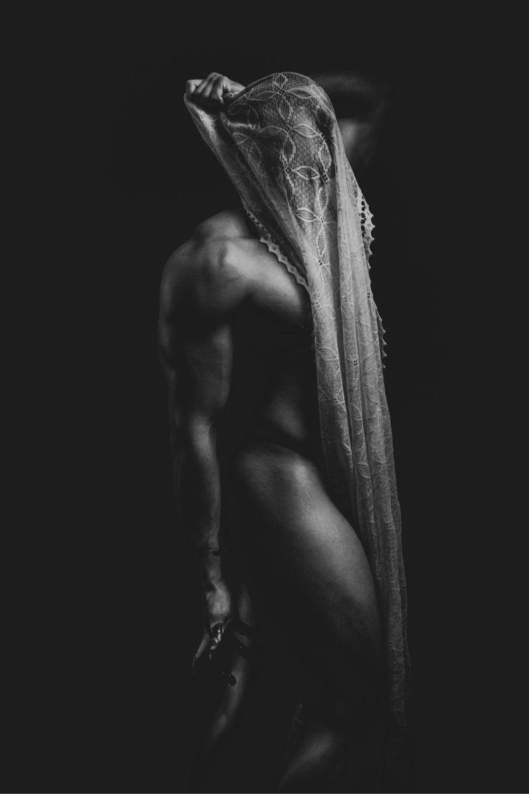 Hidden flaws. Model - Morne Lan - barryswart | ello