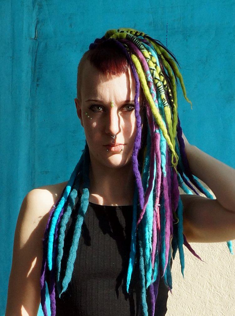 Monsterchair bluewhite backgrou - frango_artist | ello
