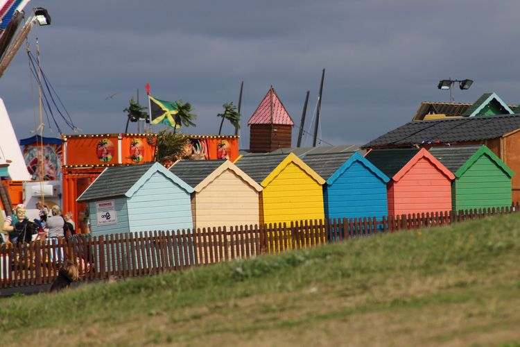 fairground, huts, beachhuts, colours - phoenixk | ello