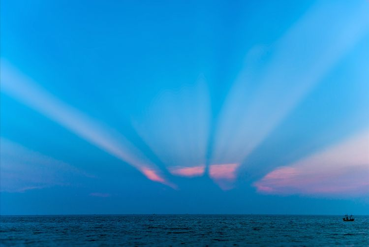 light beams ocean Thailand Hin - christofkessemeier | ello