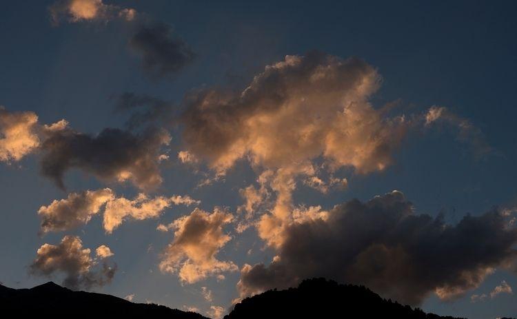 5 août 2017, nuages du soir sur - gclavet | ello