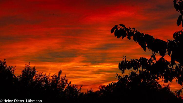 Der Himmel scheint zu brennen E - heinelo | ello