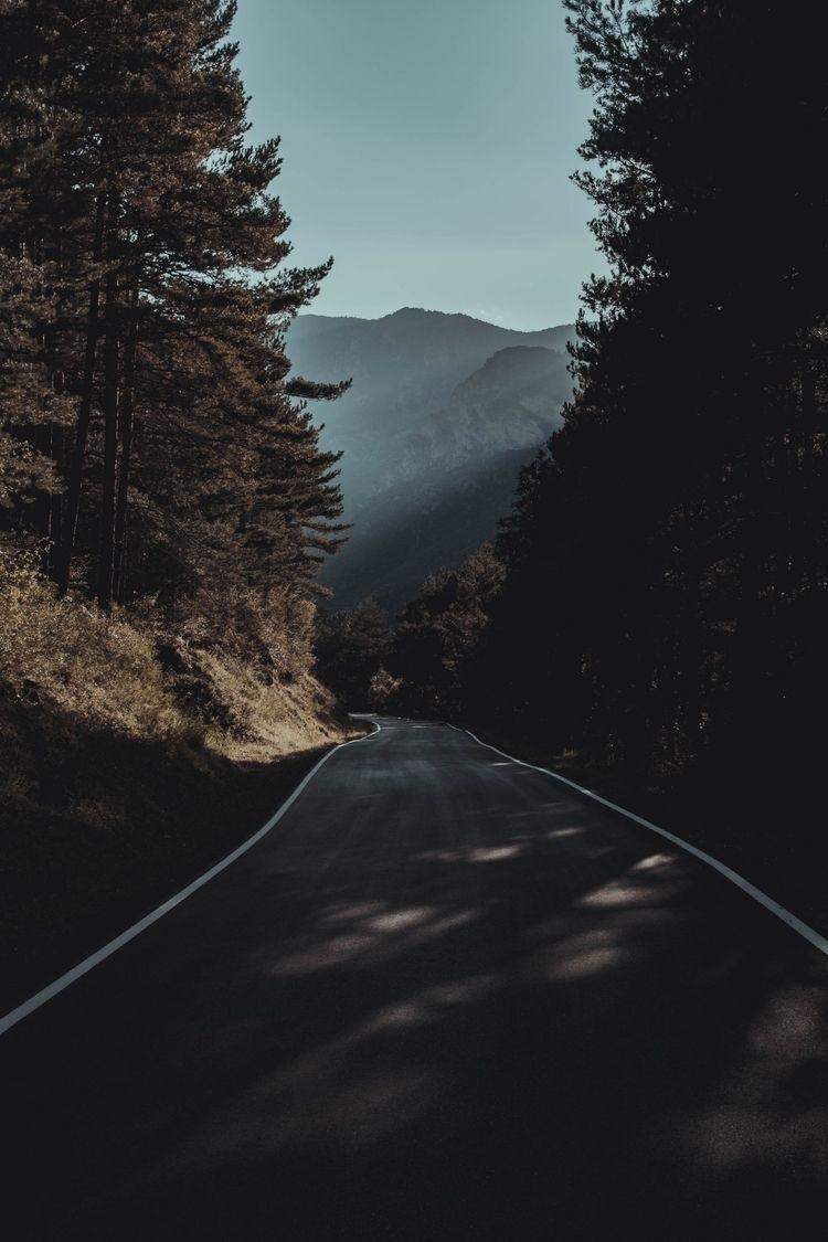 Forgotten roads. · Ferran Llere - ferranllerena | ello