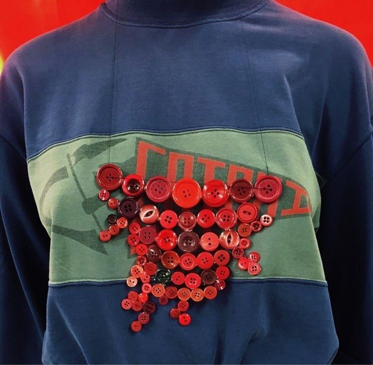 Necklace hot glue red buttons - evelynbec | ello