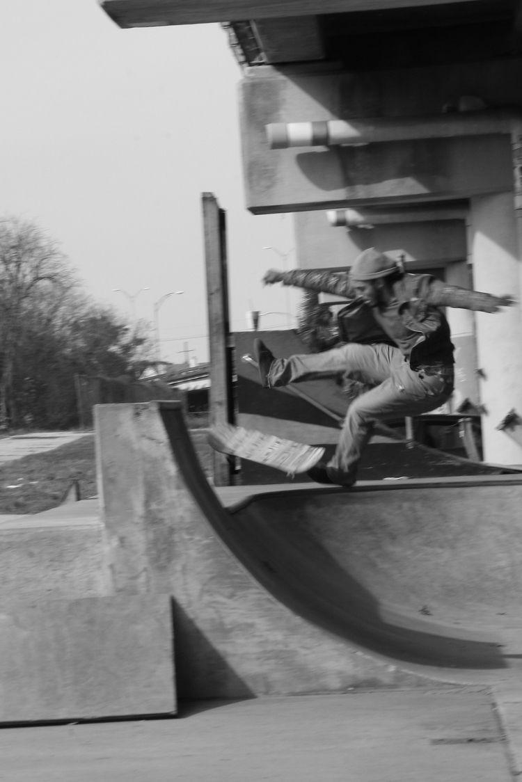 fly - neworleans, blackwhite, skateboard - twerts | ello