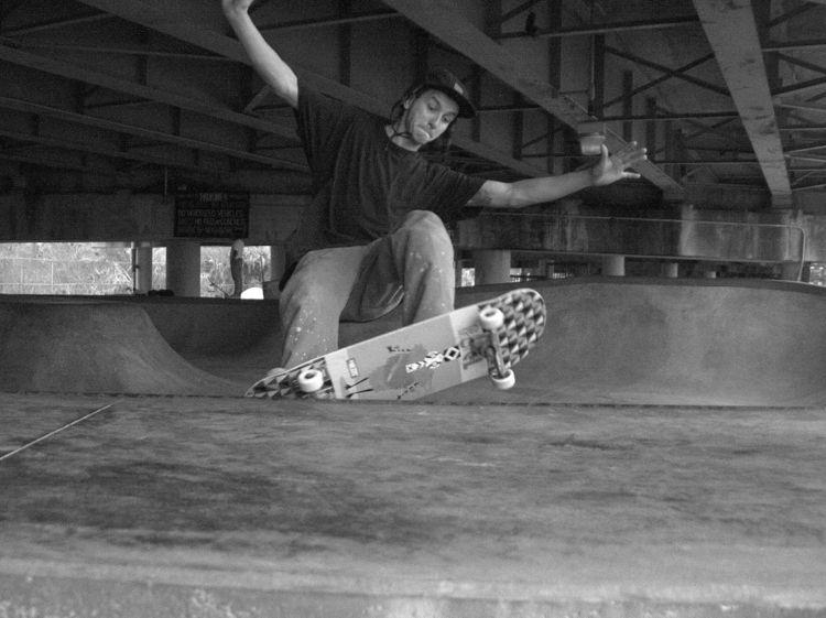 neworleans, blackwhite, skateboard - twerts | ello