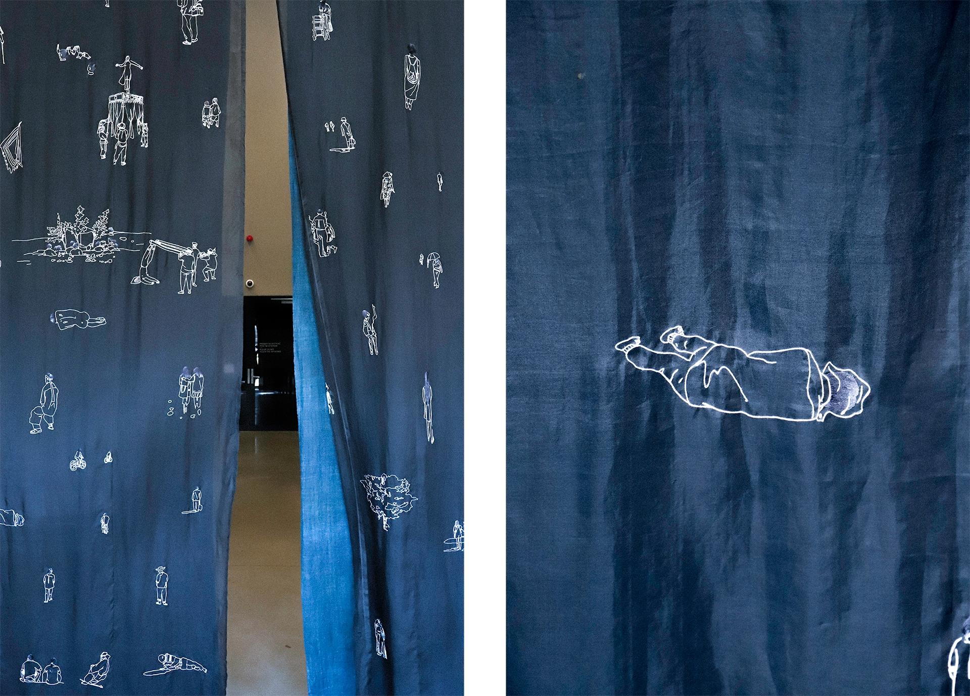 Obraz przedstawia dwa zdjęcia niebieskiej zasłony z białymi haftami.