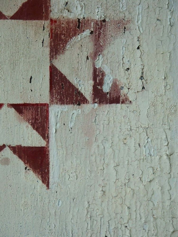 White cracked milk paint. Hand  - eadesign   ello