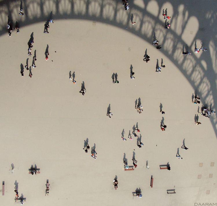 Living shadows: Eiffel Tower, t - daaram | ello