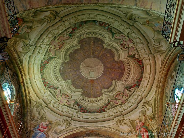 (#Biella, frescoed San Pietro.  - milanofotografo | ello