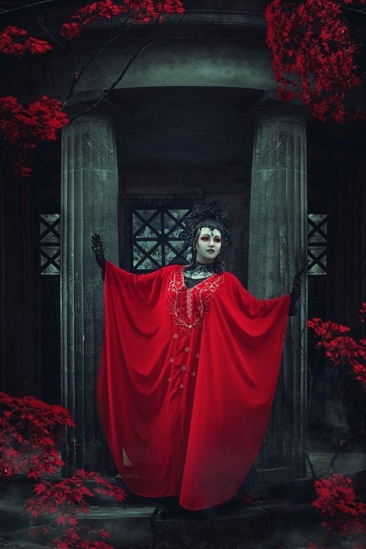 Photographer: Catherine Cayden  - darkbeautymag   ello