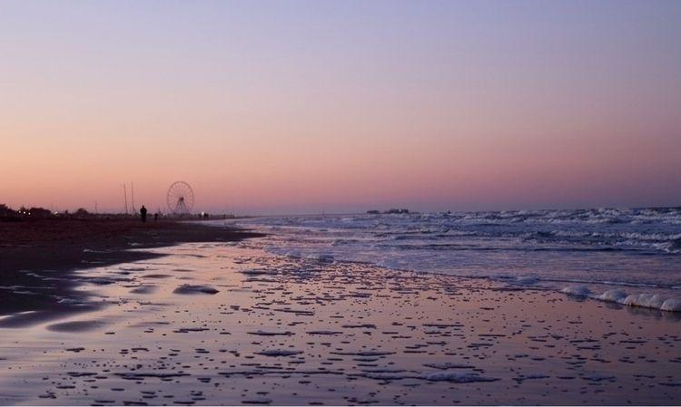 Rimini, Spiaggia rosa Canon Eos - paolonucci | ello