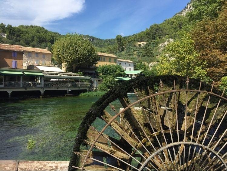 Aix en Provence - fontaineduvaucluse - lys   ello