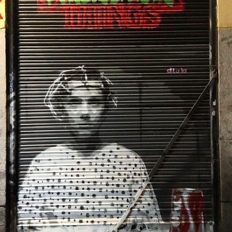 Staring - Madrid, Malasaña, streetart - antoniofse | ello