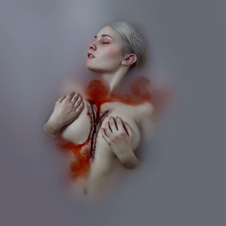 Photographer: Fátima Ruiz Model - darkbeautymag | ello