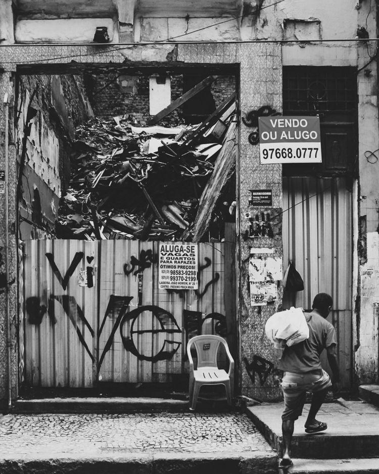 Live - ellophotography, street, streetphotography - refugee2018 | ello