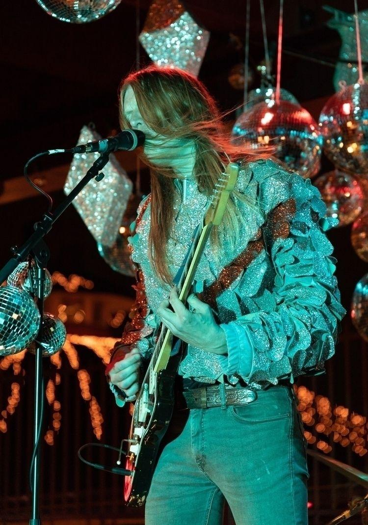Silver Girl live Lintsi - photography - anttitassberg | ello