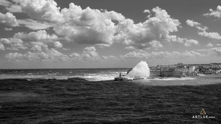 Grand Bay, Malta | - picoftheday - sr27pakbird | ello