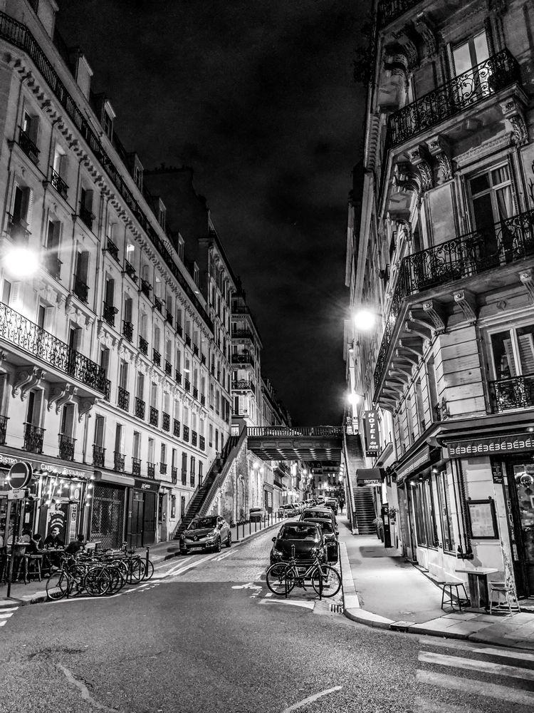 Paris street night, 11/5/18 - scalzi   ello