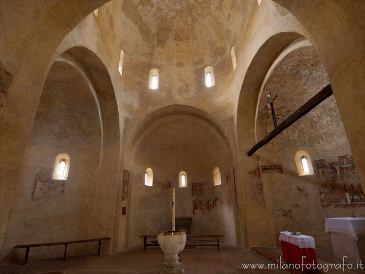 Interior baptistery Cathedral B - milanofotografo | ello