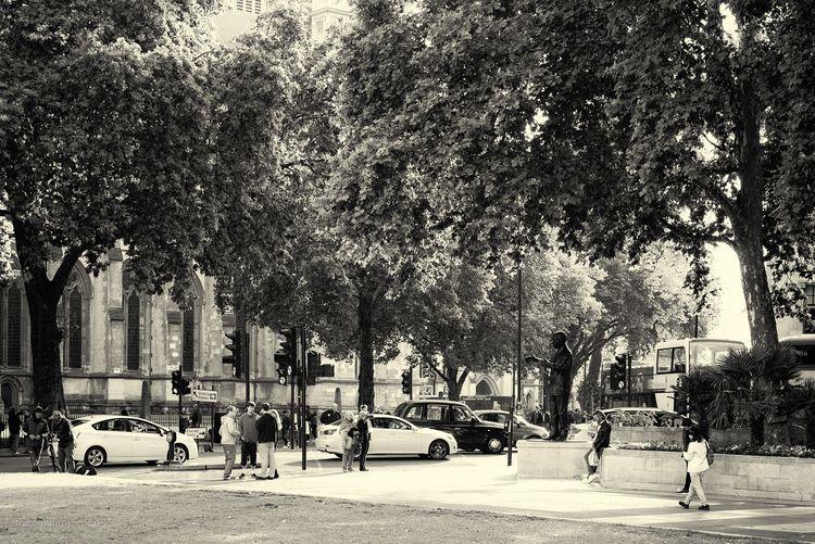 lissnin'. London, UK 2017 - toni_ertl   ello