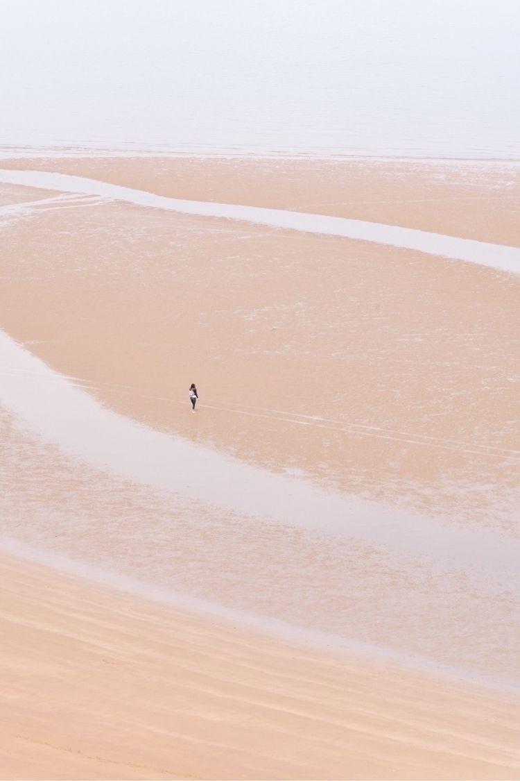 remember – Haux - beach, sand, tinypeople - oliviermorisse | ello