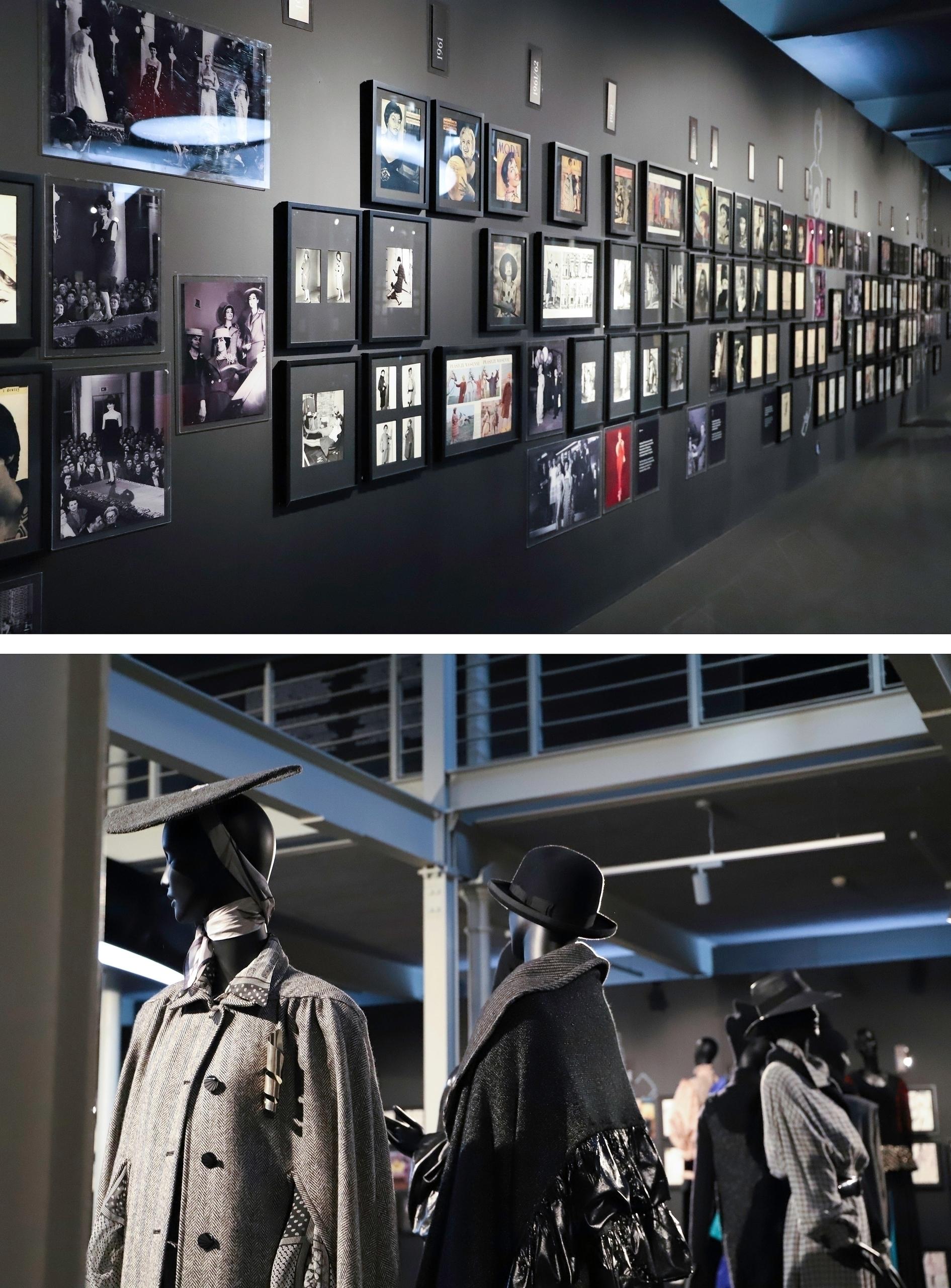 Obraz przedstawia dwa zdjęcia. Na jednym widzimy ciemne pomieszczenie z wiszącymi ramkami na ścianach, na drugim czarne manekiny ubrane w szare materiały.