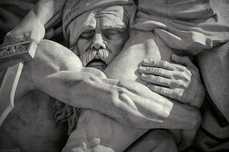 Resistance: Detail sculpture:  - daaram | ello