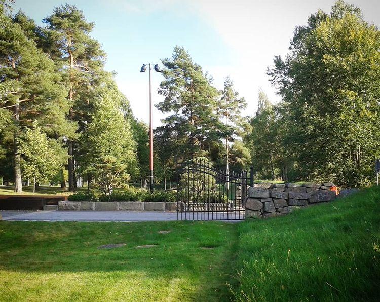 Huvudentrén Hovshaga Begravning - skogskyrkogardar | ello