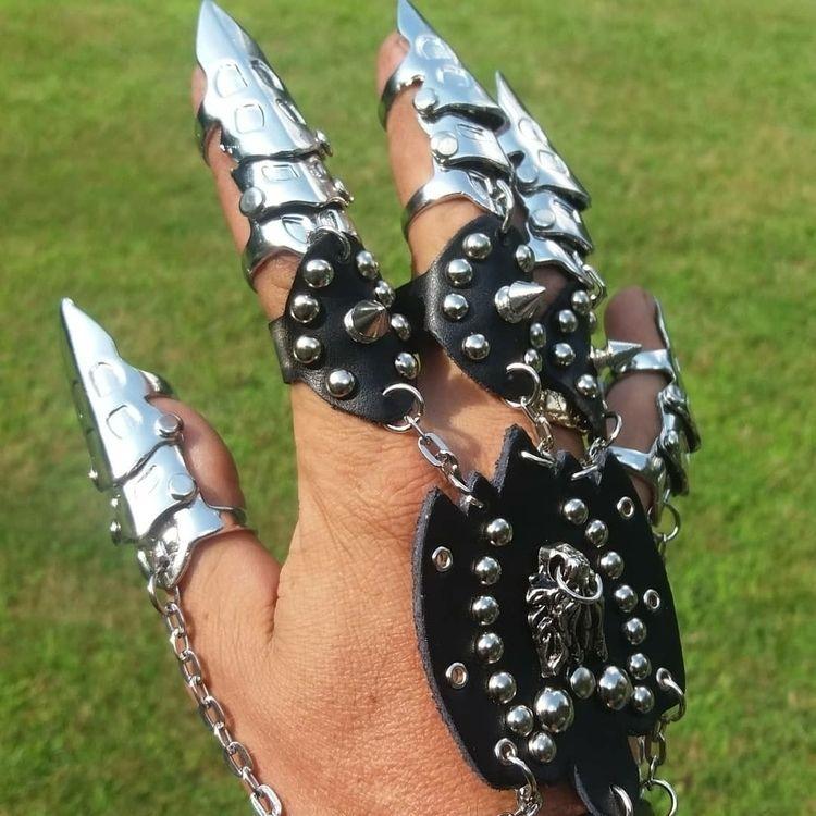villainy holds grasp - thevillain-rides_mice | ello