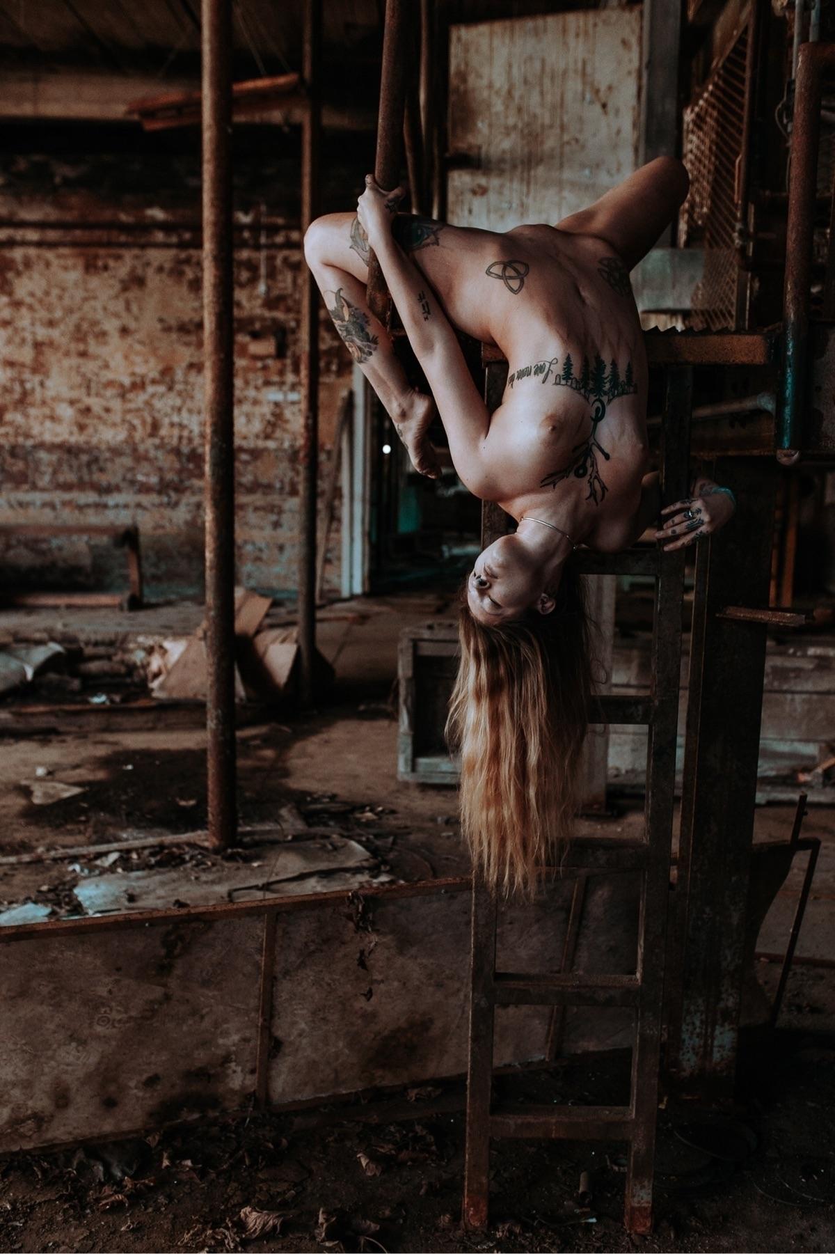 Model - poopiephotographer | ello