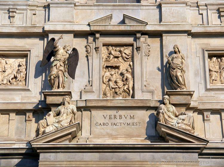 ( ): Statues main entrance Sant - milanofotografo | ello