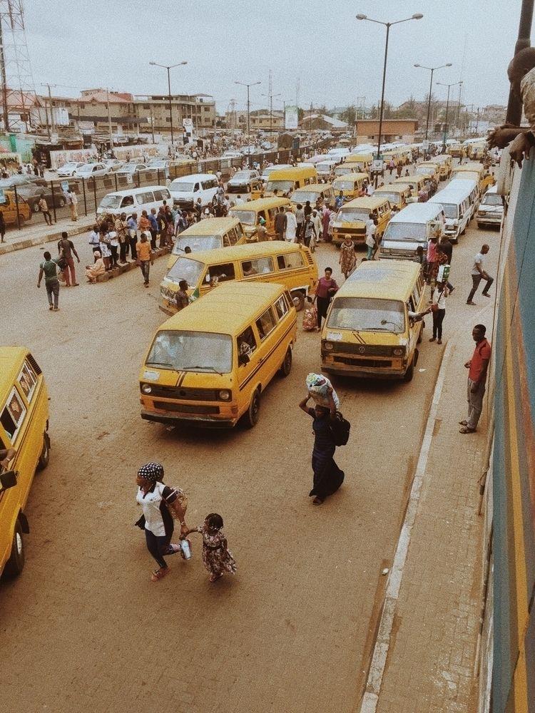 Lagos, love - saggio   ello