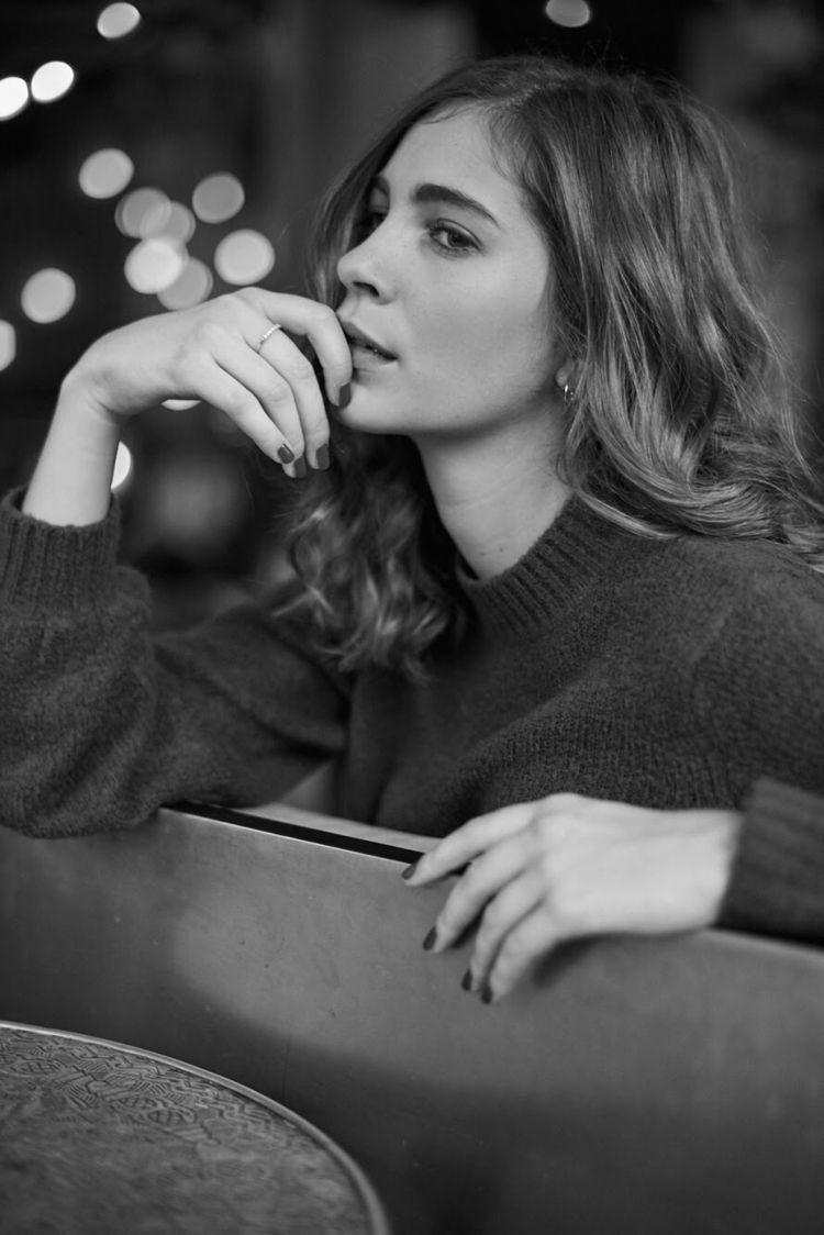 Anna-Sophie - portrait, bw, munich - jensfrankephotography | ello